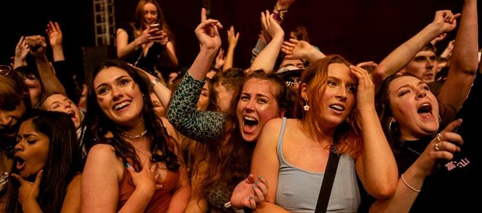 El Reino Unido se suma a los conciertos-piloto masivos como el de Love of Lesbian